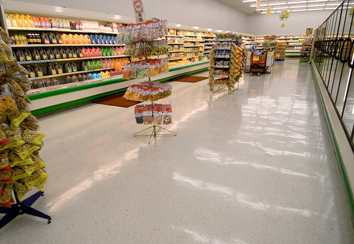 Interior aisle of the Piggly Wiggly in Columbiana