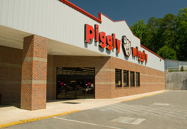 Exterior entrance detail of the Piggly Wiggly in Goodwater